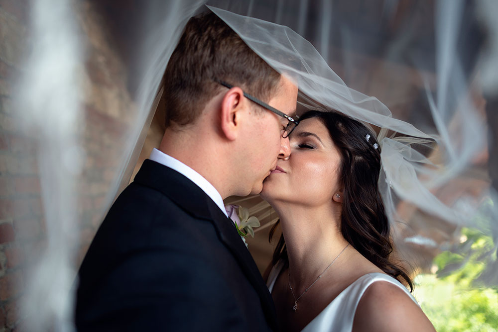 Esküvő fotózás, kreatív fotózás, jegyes fotózás, esküvői fotós professzionális szinten az ország egész területén. Salgótarján, Gyöngyös, Eger, Budapest, Pásztó, Siófok, Debrecen, Esztergom, Győr. Esküvő fotós.